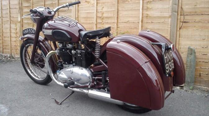 Un bagger Triumph plutôt vintage, découvert via OttoNero.