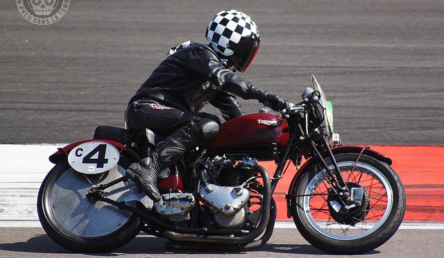 Frank Chatokhine, sur sa Triumph 500 Speed Twin.