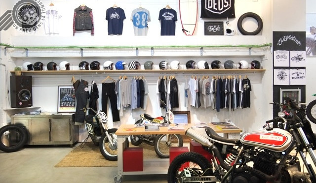 Le shop de Kiddo Motors, où se mêlent fringues et prépas en tout genre...