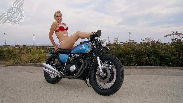 Testée pour vous par la Mère Noël, la Honda CB 500 Four customisée par Pure Motorcycles.