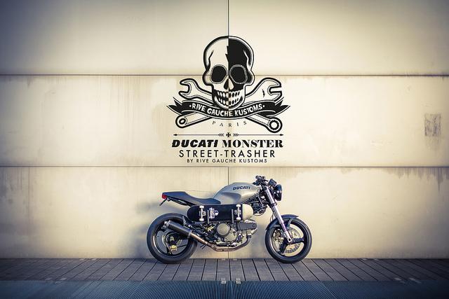 Une Ducati 600 Monster, sortie de chez Rive Gauche Kustoms.
