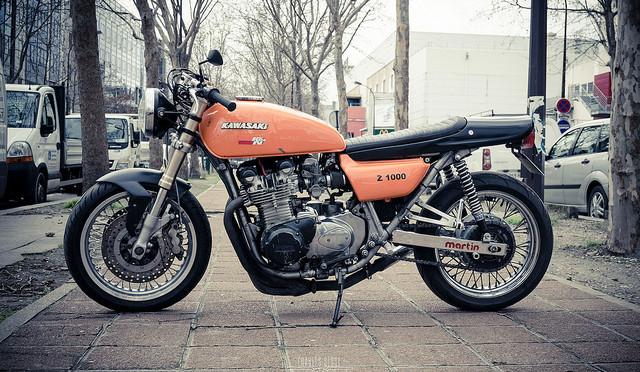 Une Kawasaki Z1000 cafe-racer, sortie de chez Raspo Custom Garage.