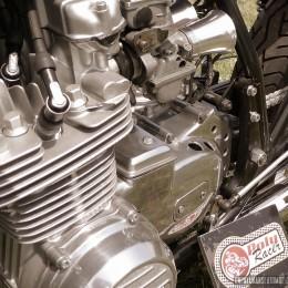Une Kawasaki Z650 cafe-racer, sortie de chez Polyracer...