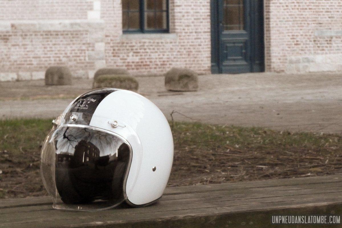 Le casque jet GP Classic Helmets, à son tour soumis à l'épreuve du test...