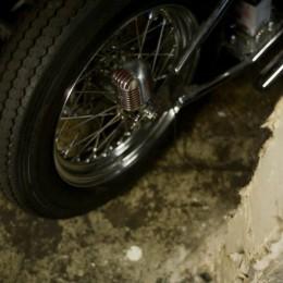 L'atelier moto de 6th Street Specials, à travers l'objectif de Grant Ray...