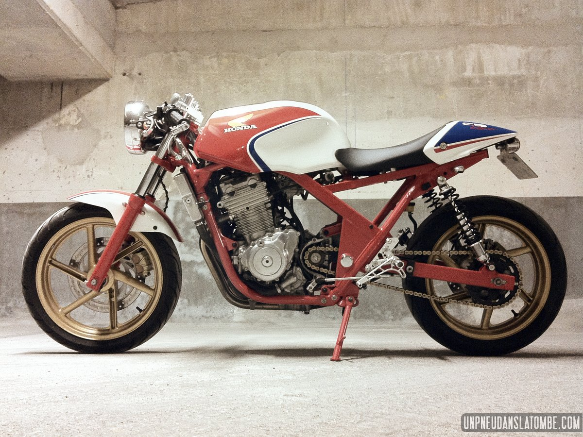 http://unpneudanslatombe.com/wp-content/uploads/2013/12/honda-cb-500-cafe-racer-by-romain-11.jpg