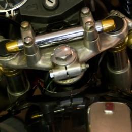 L'atelier moto de Kaminari Racing, à travers l'objectif de Grant Ray...
