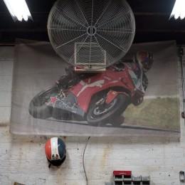 L'atelier moto de Brooklyn Moto, à travers l'objectif de Grant Ray...