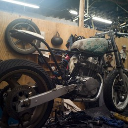 L'atelier moto de Brooklyn Moto, à travers l'objectif de Grant Ray...