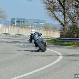 Prendre de l'angle avec un Sportster à pneu carré ? Même pas peur !