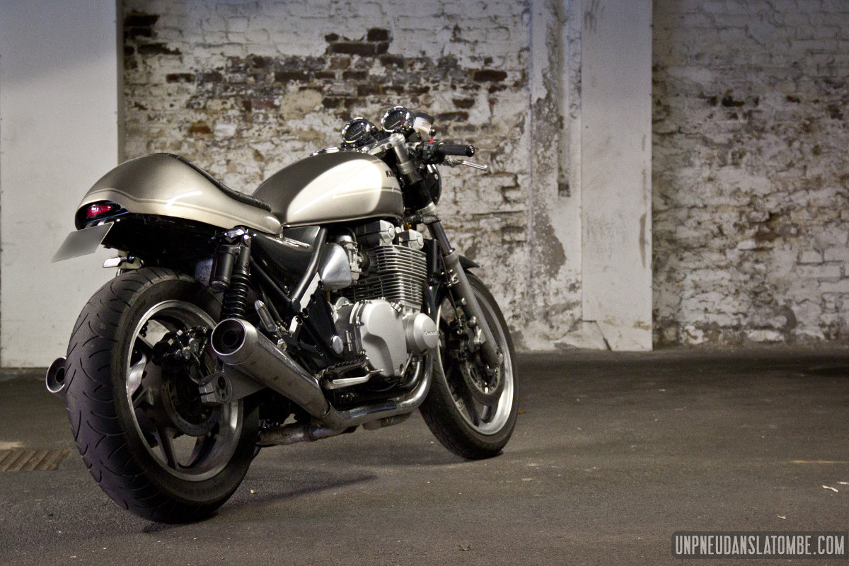 La Kawasaki 1100 Zephyr De Pierre Un Bon Gros Cafe Racer as well Brat Style Motorcycle Seat furthermore Watch together with Index php furthermore Kawasaki. on custom kawasaki z1000 cafe racer
