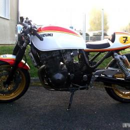 Une Suzuki 750 Inazuma cafe-racer, dédiée à Barry Sheene...