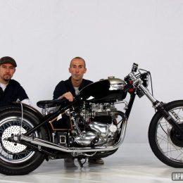 La Triumph façon dragster rétro de KD Motorcycles Belgium... Best of show !