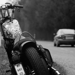 Sticker bombing, ou comment Corentin a personnalisé sa moto...