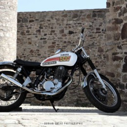 David a une belle Yamaha SR 500 custom... Et de l'humour à revendre.