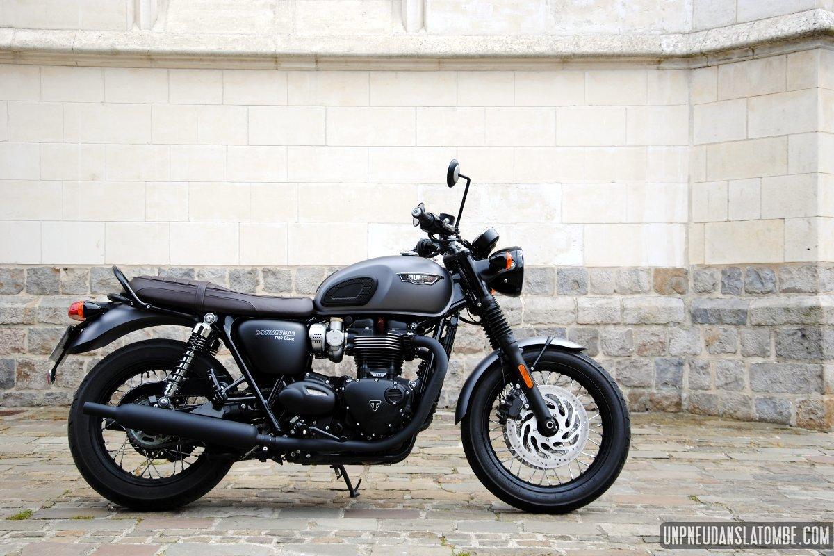 Triumph T120 Black La Bonneville Des Gentlemen à Lessai