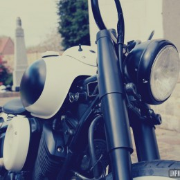 Yamaha 1100 Dragstar : le bobber black & white de Frédéric...