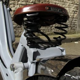 MBK 51 chopper : Mcfly Custom ose la mobylette longue fourche !