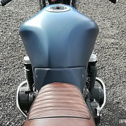 Une Kawasaki ZR-7 cafe-racer, signée Lizard King Custom...