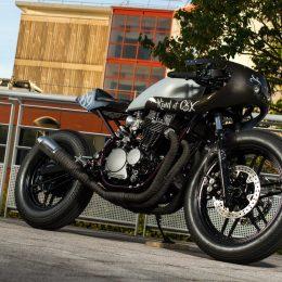 Une méchante Honda CBX 650 cafe-racer, sortie de chez Kamaji...