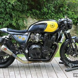 Yamaha XJR 1300 cafe-racer : Stuntacusinage dégaine un gros quatre pattes !