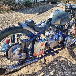 Une Chang-Jiang CJ750 bobber, estampillée Yaya Brush Sellerie...