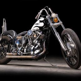 """Une Harley-Davidson Panhead chopper, immortalisée par """"Ecris-moi des lueurs""""..."""