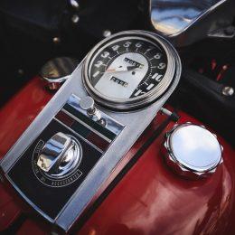 """Une HD Shovelhead """"Liberator"""" 1977, immortalisée chez Legend Motors..."""