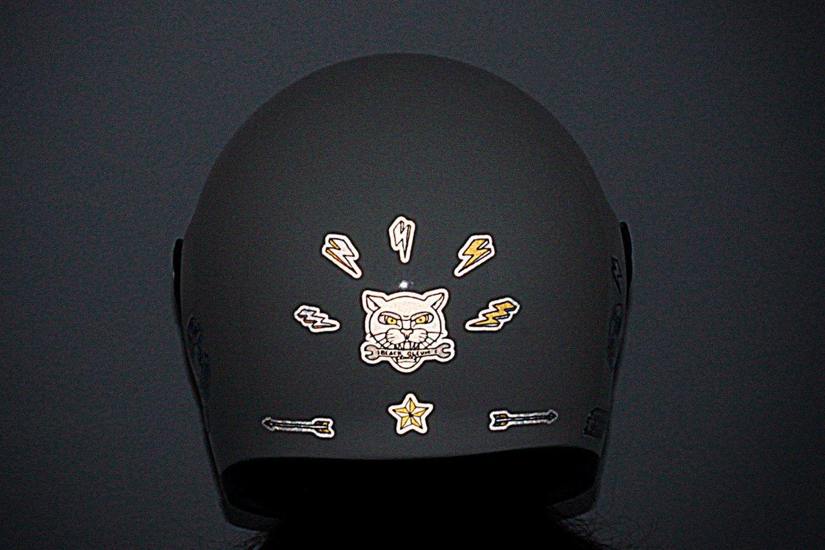 Recherche stickers refflechissant pour casque Stickers-retro-reflechissants-black-oleum-moonshiners-08